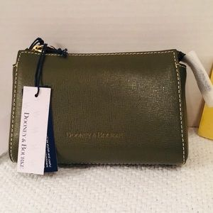 Dooney & Bourke Leather Olive Cosmetic Pouch 👝 NWT♥️💃🏻👛